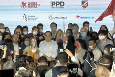 """Unidad Constituyente celebra triunfo del Apruebo con llamados a la humildad y a """"abrirle puertas"""" a la ciudadanía para que integren convención"""