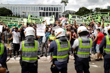 Autoridades sanitarias de Brasil piden confinamientos y toques de queda ante colapso de redes asistenciales