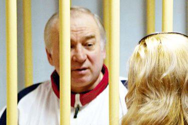 Reino Unido identifica a tercer sospechoso de envenenar al exespía ruso