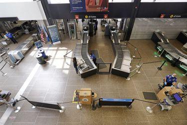 Los aeropuertos estadounidenses recibirán US$8.000 millones en ayuda para pagar las facturas mientras que la industria del viaje se recupera