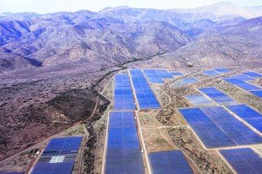 El asalto final de las energías renovables: el 40% de la capacidad total del sistema eléctrico será eólica o solar hacia fin de año