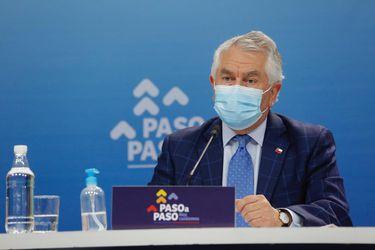 Ministro Paris confirma que el próximo lunes entregará los correos del Minsal a la Fiscalía