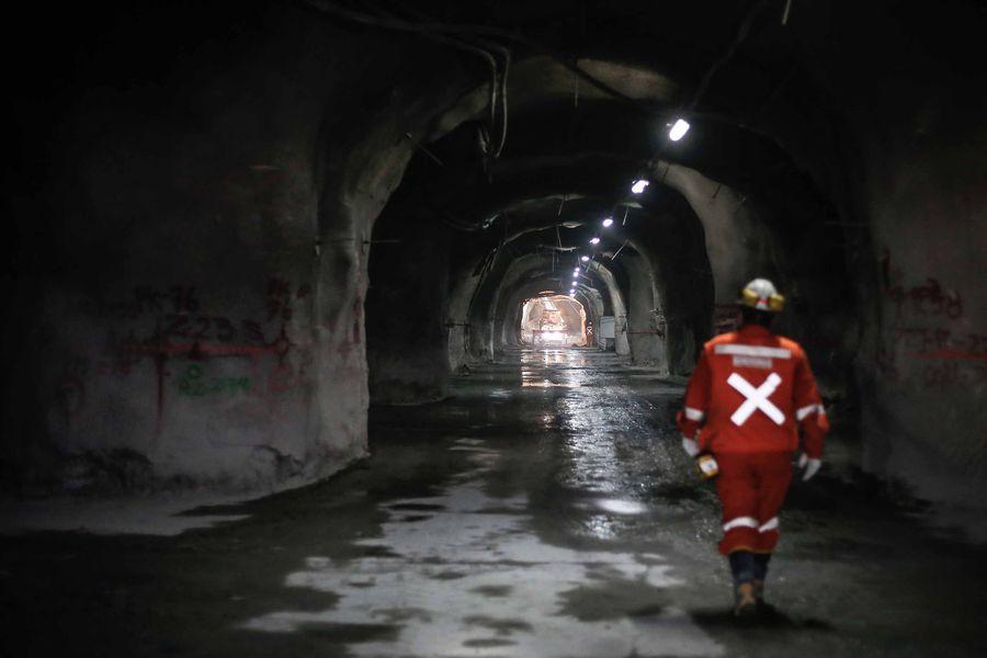 Escala conflicto entre sindicatos y Codelco tras querella contra dirigentes por caso seguros