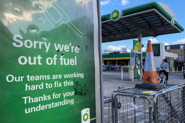 Compras de pánico vacían estaciones de servicio en Reino Unido: Gobierno evalúa pedir ayuda al Ejército para aliviar crisis en distribución de combustible