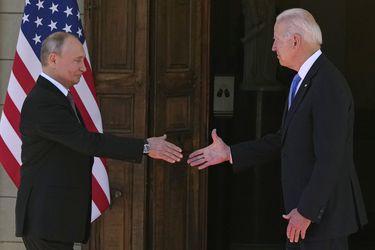 Con apretón de manos, Biden y Putin se encuentran cara a cara en una tensa e histórica cumbre en Ginebra