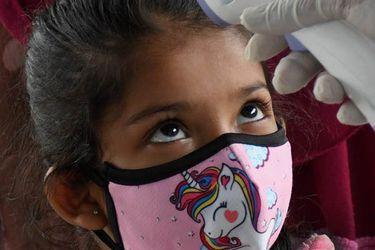 Nueve farmacéuticas avanzan en vacunas Covid-19 para niños