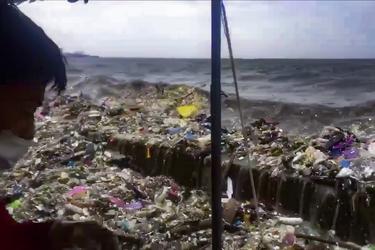 Impresionantes olas de basura llegan a las costas Filipinas tras tormentas