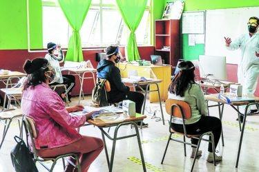 Columna de Sylvia Eyzaguirre: La urgencia invisible de retornar a la escuela