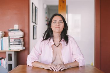 """Eleonora Aldea: """"Primero las pechugas fueron para el placer de los que me gustaban, después para alimentar a mis hijos y ahora que se me cayeron, por fin son mías. Y las amo así."""""""