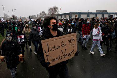 Detienen a policía acusada de matar joven afroamericano cerca de Minneapolis