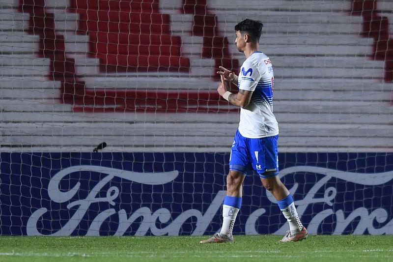 Fernando Zampedri festeja tras marcar, luego de un pivoteo de Diego Valencia, el 0-1 de la UC ante Argentinos Juniors, en Argentina. FOTO: Agencia Uno.