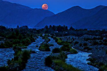 Luna rosada: cómo ver la primera superluna de este año