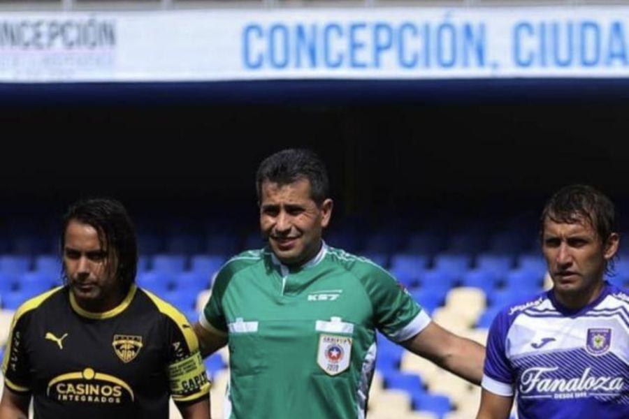 Claudio Aranda, junto a Arturo Sanhueza y Gabriel Vargas, en la antesala de un encuentro entre Fernández Vial y Deportes Concepción.