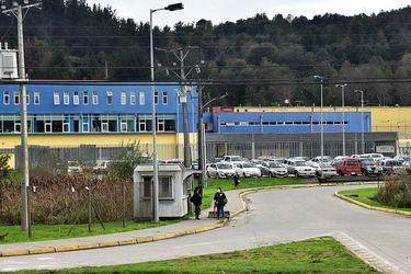 Juzgado oficia al Ministerio Público por denuncia en contra de Gendarmería de apremios ilegítimos a internos trasladados de Colina a Valdivia