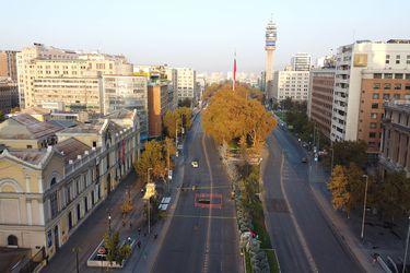 Socavón en Alameda con Arturo Prat genera congestión en el centro de Santiago