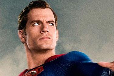 Henry Cavill está negociando para seguir siendo Superman