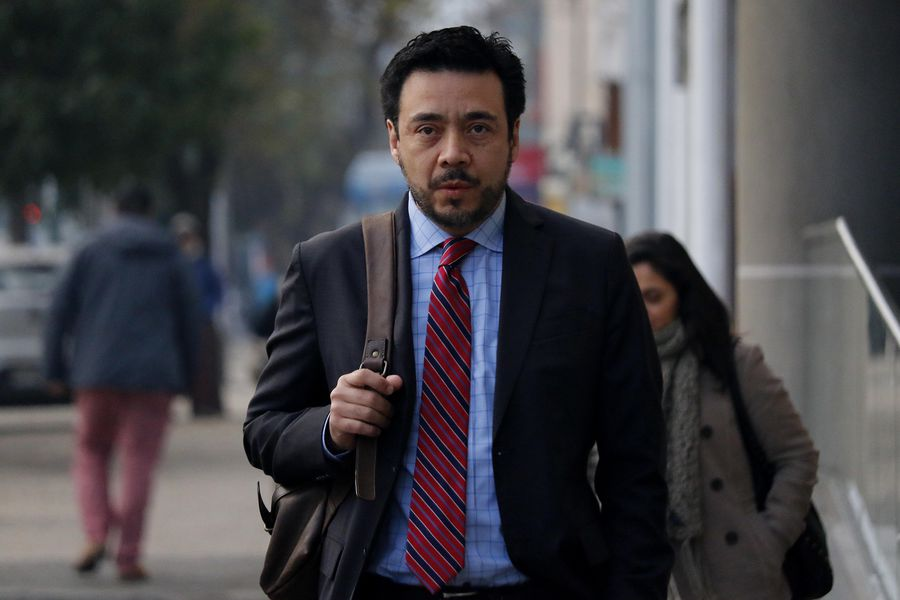Fiscal Emiliano Arias llega hasta el tribunal de Rancagua