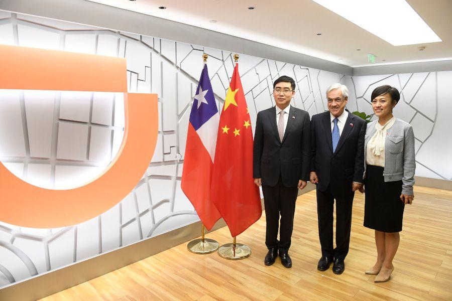 Piñera visitó las oficinas de DiDi en China el 25 de abril.