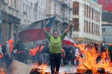 Valparaíso: cómo la ciudad Patrimonio de la Humanidad se convirtió en un campo de batalla