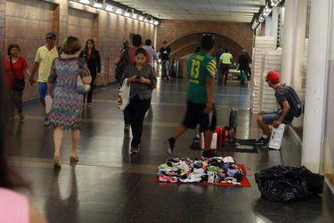 Providencia fiscalizará comercio ilegal en Metro y ferrocarril urbano busca sumar otros municipios