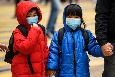 Hong Kong vuelve a cerrar escuelas tras aumento de contagios locales