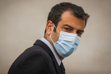 """Gobierno apoya a Paris por críticas a personal del Hospital Barros Luco: """"Se refería a quienes se movilizaron en desmedro de las camas UCI. Nosotros lo respaldamos"""""""