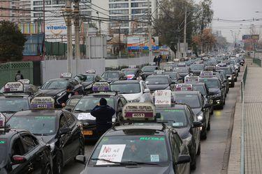 Manifestación de conductores de colectivos genera congestión en importantes avenidas de la Región Metropolitana