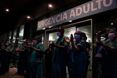 Chilenos homenajearon a funcionarios de la salud por labor ante el Covid-19