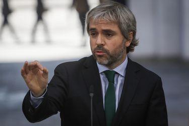 """Blumel insiste en que casi """"no hay expertos"""" que respalden retiro de fondos de AFP y asegura que gobierno está abierto a recibir propuestas para mejorar pensiones"""