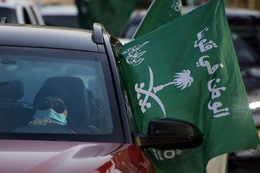 Arabia Saudita reforma ley y permite que las mujeres vivan solas sin obtener el permiso de un tutor masculino