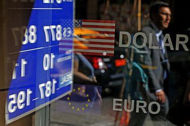 El dólar sigue en picada y se instala en mínimo de cuatro meses al cierre de las operaciones