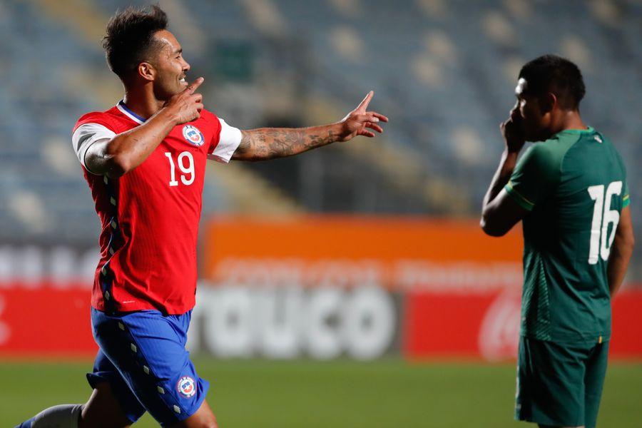 Luis Jiménez anota el 1-0 de la selección chilena ante Bolivia en el primer amistoso de Martín Lasarte como entrenador.