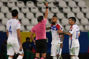 """El árbitro al que Vidal trató de """"payaso"""" se vuelve a cruzar en el horizonte de la Roja"""