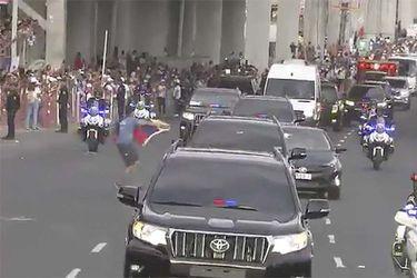 Panamá | Joven irrumpe caravana del Papa con bandera venezolana