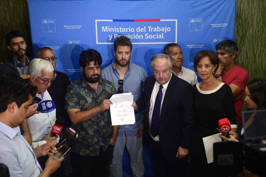 Gobierno firma pre acuerdo con los trabajadores portuarios