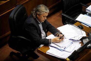Senador Navarro vuelve a ser internado por molestias