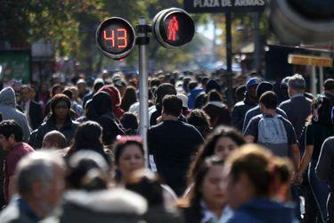Pensiones desplaza a delincuencia como la mayor preocupación de los chilenos