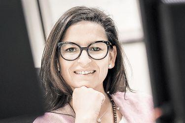 """Valeria Ronchera, titular de la Décima Notaría de Santiago: """"Existe una defensa corporativa de la Asociación de Notarios para evitar cambios"""""""