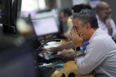 La Bolsa de Santiago sufre su mayor caída desde marzo del año pasado y pierde todo lo que había rentado en 2021