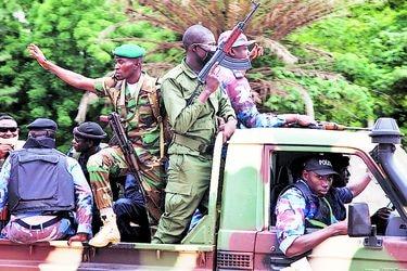 Golpe militar ahonda crisis en Mali, nido de yihadistas en África
