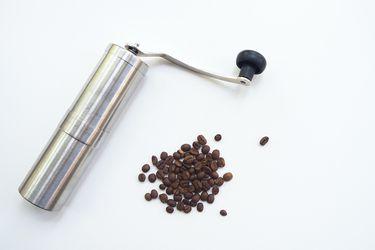 A moler café: productos y recomendaciones para hacerlo en casa
