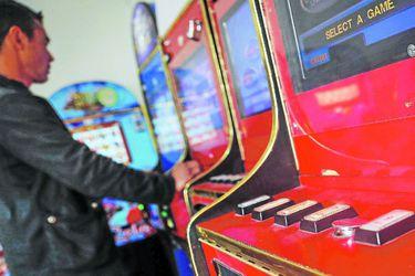 Contraloría dictamina que municipios no deben renovar la patente a casinos fuera de norma