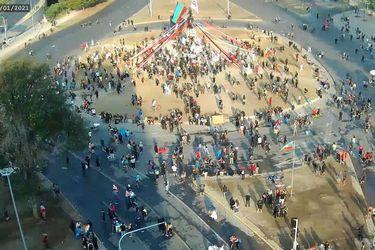 Nueva jornada de protestas en Santiago: manifestantes se tomaron Plaza Baquedano y hubo nueve detenidos