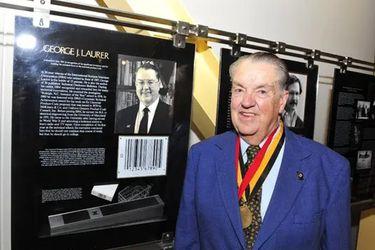 Ha muerto George Laurer, el creador del código de barras