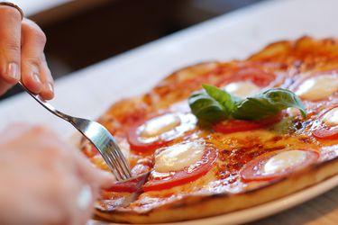 ¿Qué comen los chilenos? Encuesta dice que el 84% se declara omnívoro, el 9% flexitariano, el 4% vegetariano y un 3% pescetariano