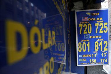 El dólar sufrió su mayor caída en ocho meses frente al peso chileno en el día que Joe Biden llegó a la Casa Blanca