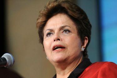 A cinco años del impeachment de Dilma Rousseff: libro apunta a misoginia en juicio contra expresidenta brasileña