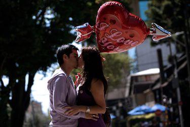 Chocolates, flores, perfumes y preservativos: San Valentín enamora al comercio el 14 de febrero
