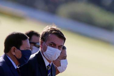 Bolsonaro publica video tomando hidroxicloroquina tras dar positivo en examen de Covid-19