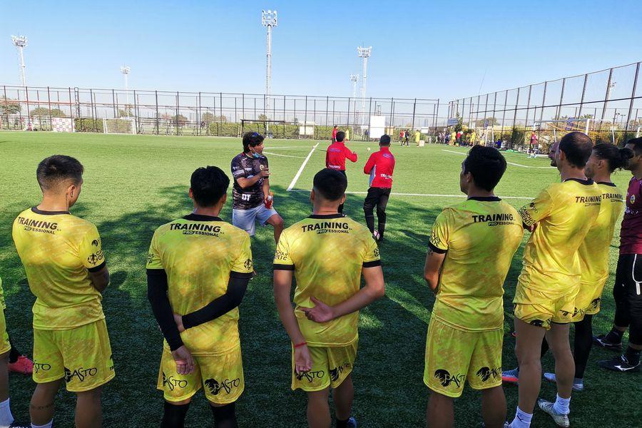 Carlos Encinas, entrevistado en El Diván del Kily, es el entrenador de Lautaro de Buin, equipo que ha vivido semanas complejas.